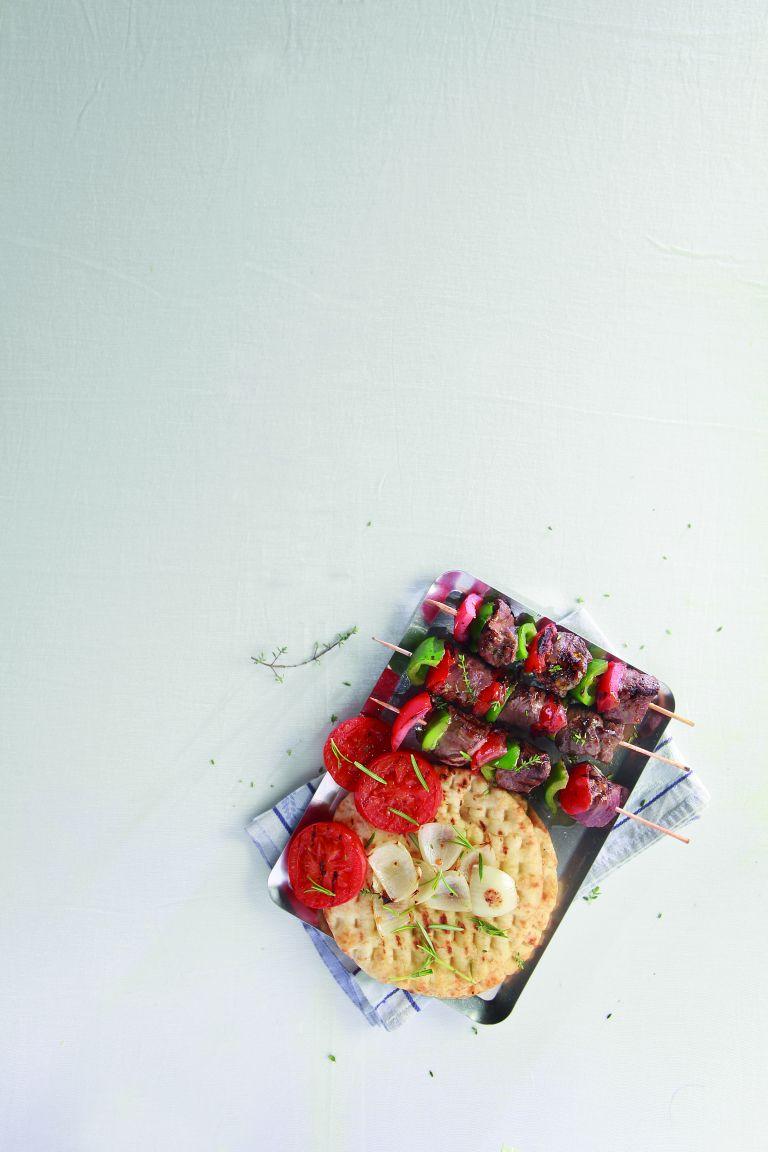 Μαριναρισμένα αρνίσια σουβλάκια | tovima.gr